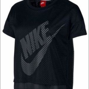 Black and white Nike women's crop mesh t-shirt
